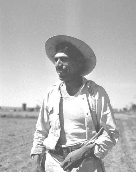 Sugar beet worker, Braceros in Oregon Photograph Collection