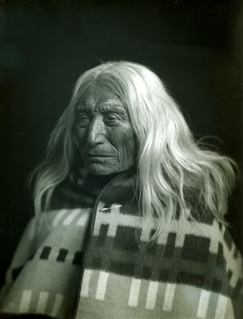 Portrait of Peu-Peu-Mox-Mox of the Nez Perce tribe, Gifford Photographic Collection