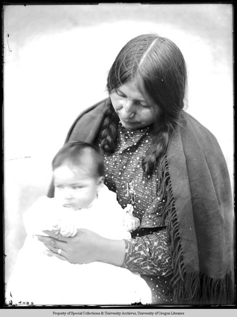 Jennie Peo, with child, Moorhouse Collection, PH036-4083, Picturing the Cayuse, Walla Walla, and Umatilla Tribes